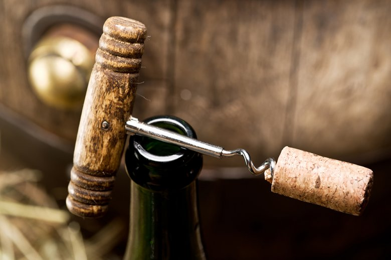 Wird eine Weinflasche nicht gleich leer getrunken, so sollten einige Tipps zur Aufbewahrung beachtet werden.