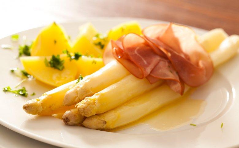 Spargel ist sehr gesund, kalorienarm und kann vielfältig zubereitet werden.