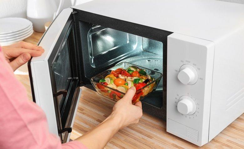 Vor allem Gemüse kann hervorragend in der Mikrowelle zubereitet werden.