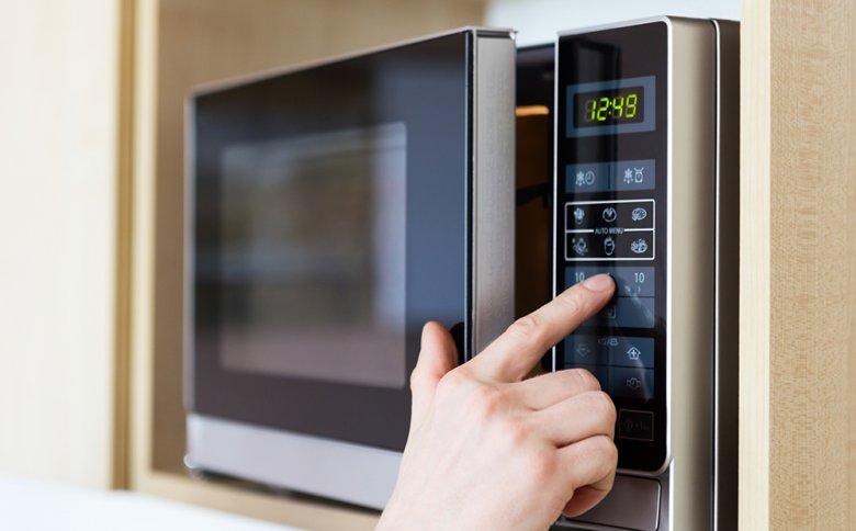 Kochen mit dem Mikrowellenherd ist einfach und schnell.