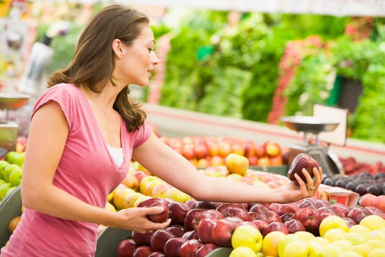 Beim Lebensmitteleinkauf sollten saisonale und regionale Produkte bevorzugt werden.
