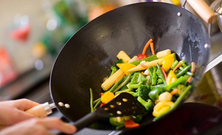 Wird Gemüse im Wok zubereitet, so lautet das Motto: Je bunter, desto besser!