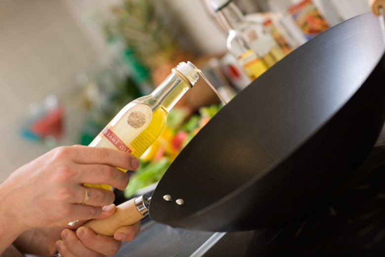 Wichtig beim Kochen mit dem Wok ist auch das passende Öl.