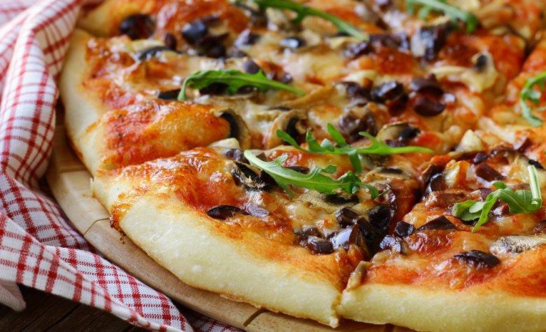 Pizza liebt wohl jeder. Das Tolle darin ist, dass sie nach Lust und Laune beliebig belegt werden kann.