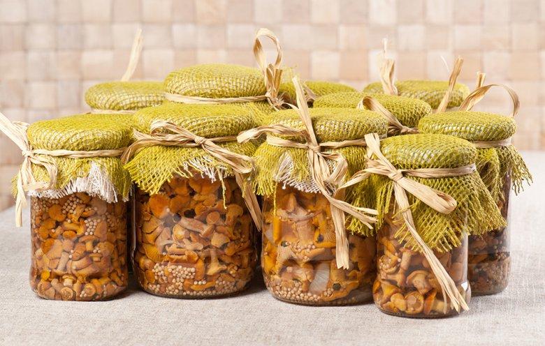 Pfifferlinge schmecken auch mariniert köstlich und können so gut gelagert werden.