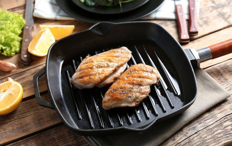 Fleisch kann in der Pfanne einfach und schnell zubereitet werden.