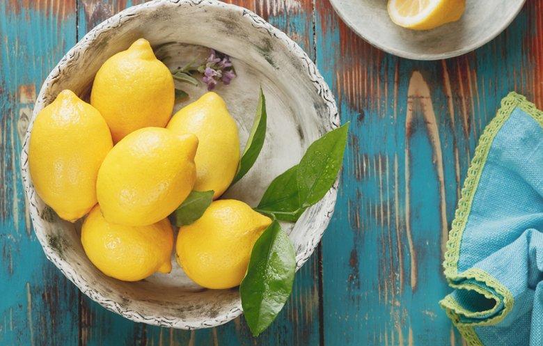 Zitronen gelten als wahres Alltroundtalent in der süßen und pikanten Küche.