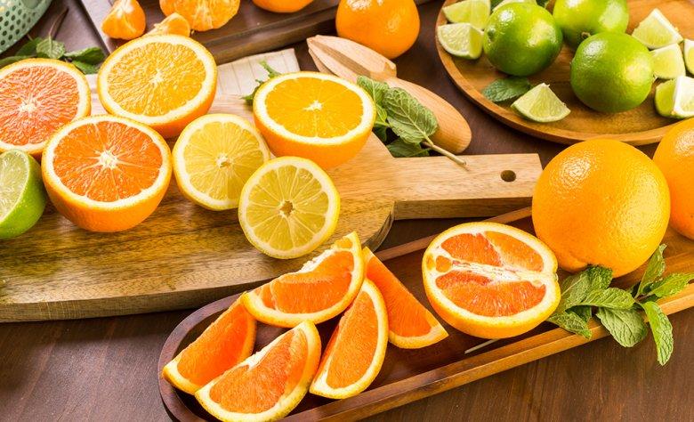 Zitrusfrüchte sind vor allem im Winter ein beliebter Vitamin-C-Lieferant.