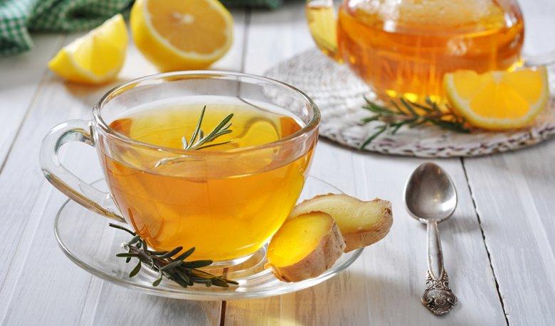 Beim Fasten sollte viel, zum Beispiel in Form von Tee, getrunken werden.