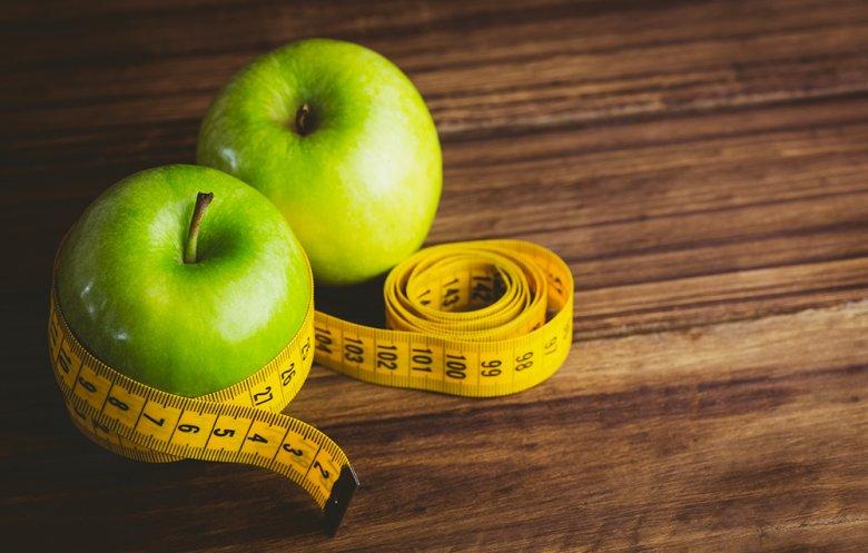 Beim Fasten wird freiwillig auf feste Nahrung verzichtet, beim Abnehmen auf bestimmte Lebensmittel.