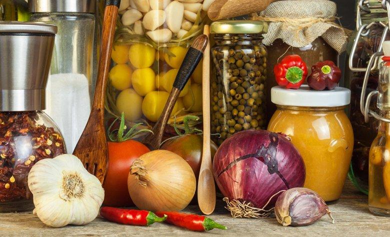 Obst und Gemüse kann zum Einkochen verwendet und somit gut gelagert werden.