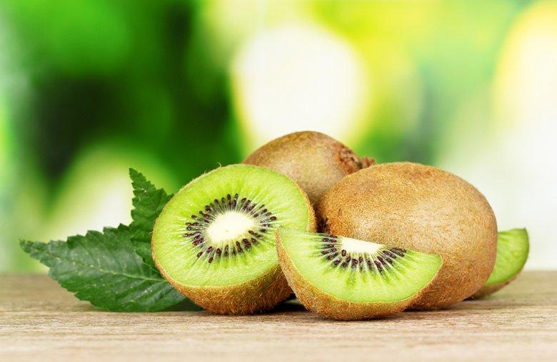 Kiwis haben einen sehr hohen Gehalt an Vitaminen und Nährstoffen.