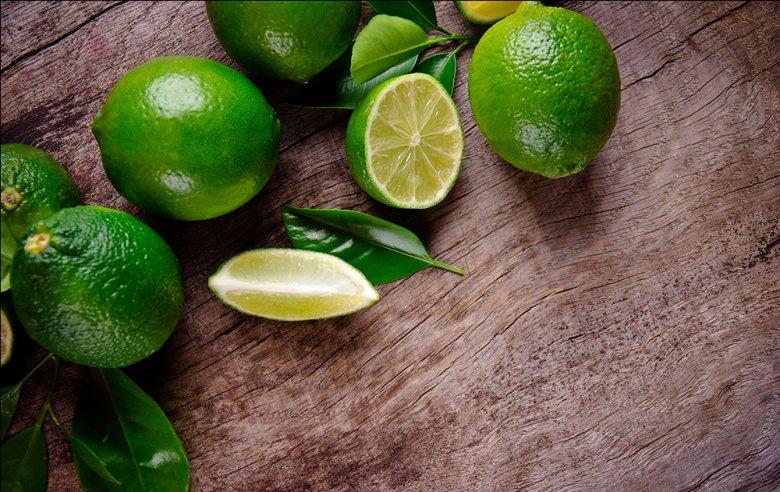 Limetten enthalten Vitamin C, und auch die Mineralien Kalium und Kalzium.