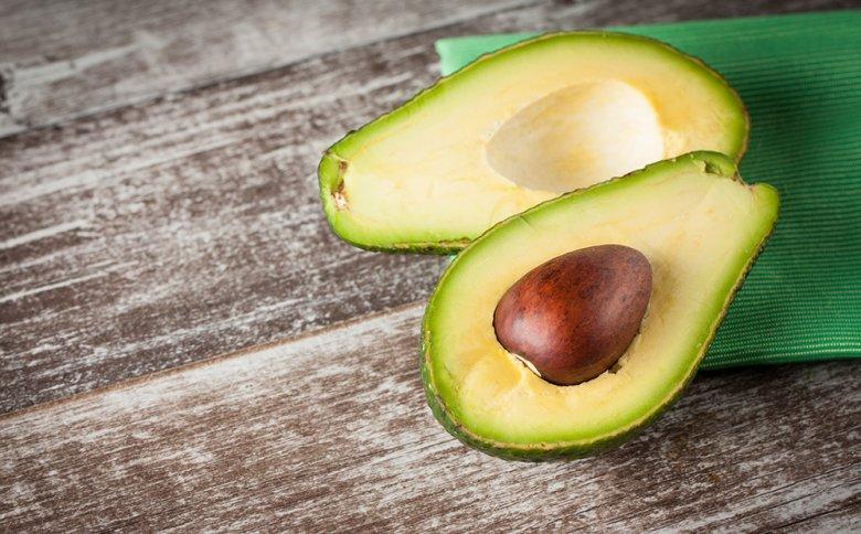 Avocados werden gerne zu Brotaufstrichen, Dips oder Salaten verarbeitet.