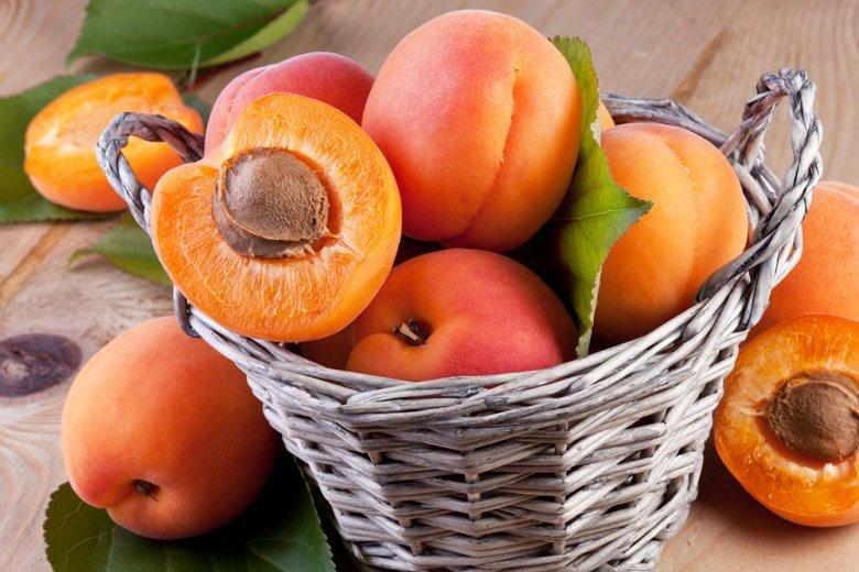 Ein herrlicher Kuchen oder köstliche Konfitüre kann mit Aprikosen hergestellt werden.