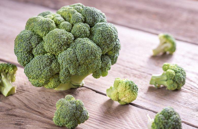 Brokkoli wird oft auch als Spargelkohl, Sprossenkohl oder Winterblumenkohl bezeichnet.