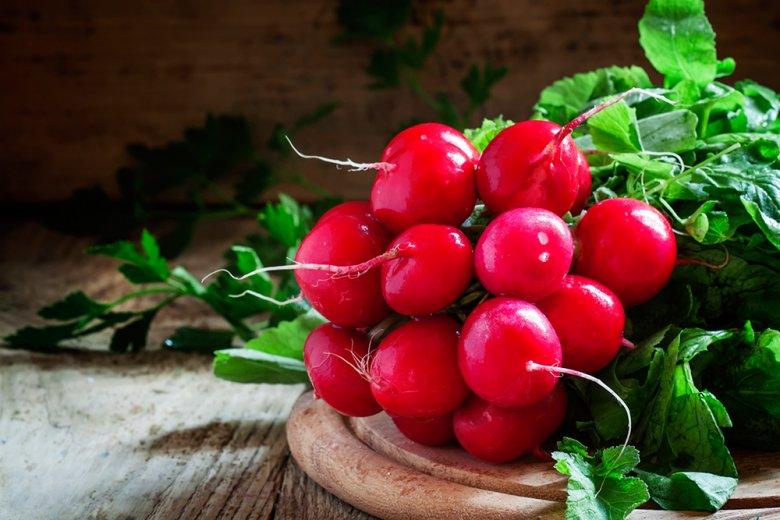 Radieschen sind gut für Haut und Figur. B-Vitamine und Kalium sorgen für ein straffes Bindegewebe.