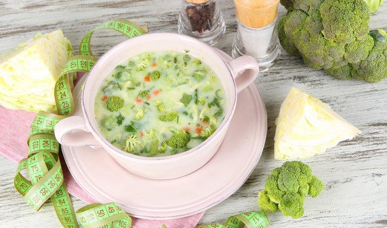 Die Kohlsuppendiät ist auch unter den Namen Magic Soup oder Krautsuppen-Diät bekannt.