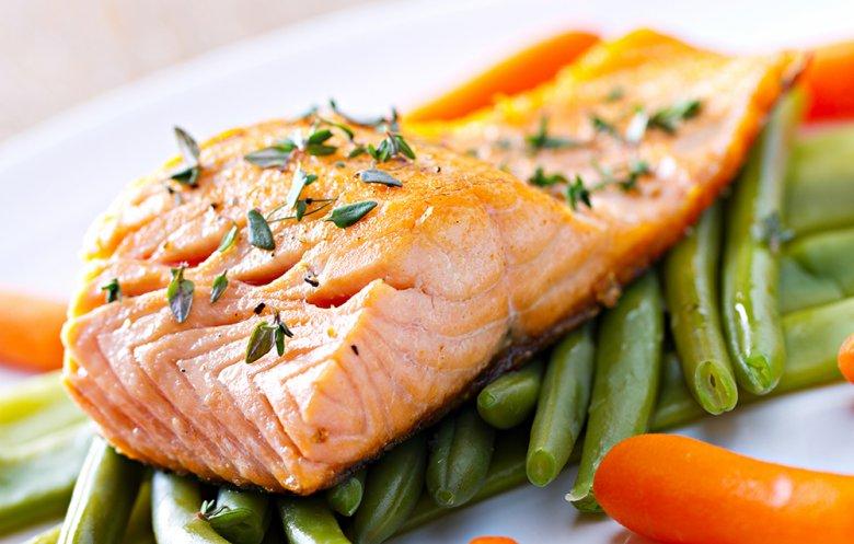 Bei der Trennkost Diät werden eiweißreiche und kohlenhydrathaltige Lebensmittel getrennt verzehrt.