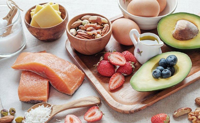 Neben Brot sind bei dieser Diät auch Lebensmittel, wie Obst, Gemüse, Eier und Fisch erlaubt.