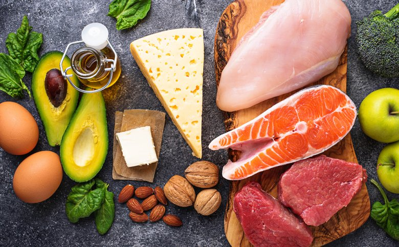 Fett- und eiweißreiche Lebensmittel stehen bei der Atkins-Diät im Vordergrund.