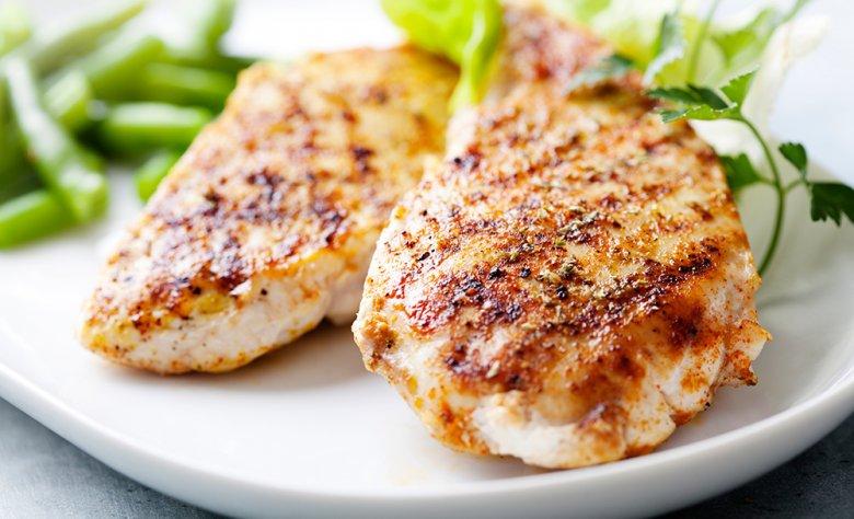 Fleisch kann während der Atkins-Diät uneingeschränkt verzehrt werden.