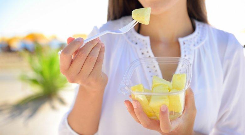 Mithilfe der Ananasdiät kann man deutlich an Gewicht innerhalb kürzester Zeit verlieren.