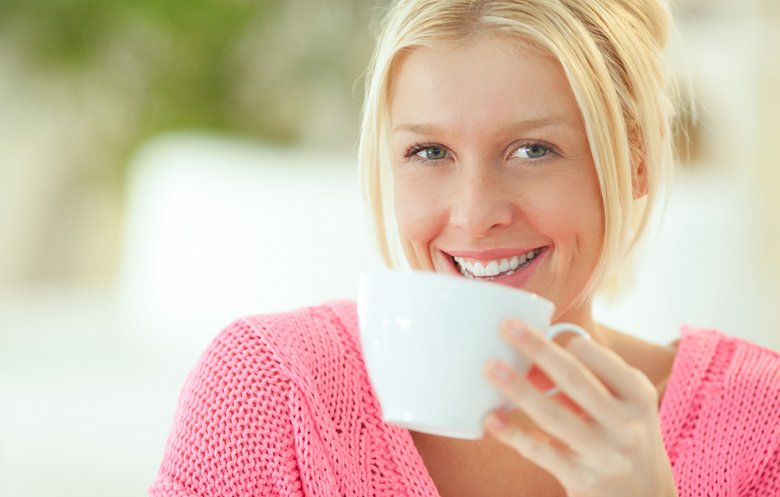 Auf eine ausreichende Flüssigkeitszufuhr, beispielsweise durch Wasser oder Tee, sollte bei der Cholesterin Diät geachtet werden.