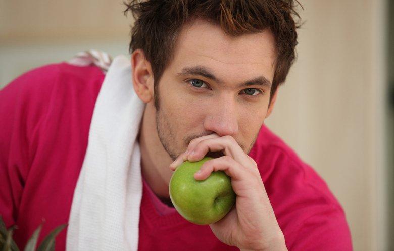 Die Low Carb Diät bringt sowohl Vor- als auch Nachteile mit sich.