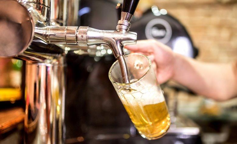 Auch in Niedersachsen wird zum Essen gerne ein Glas Bier getrunken.