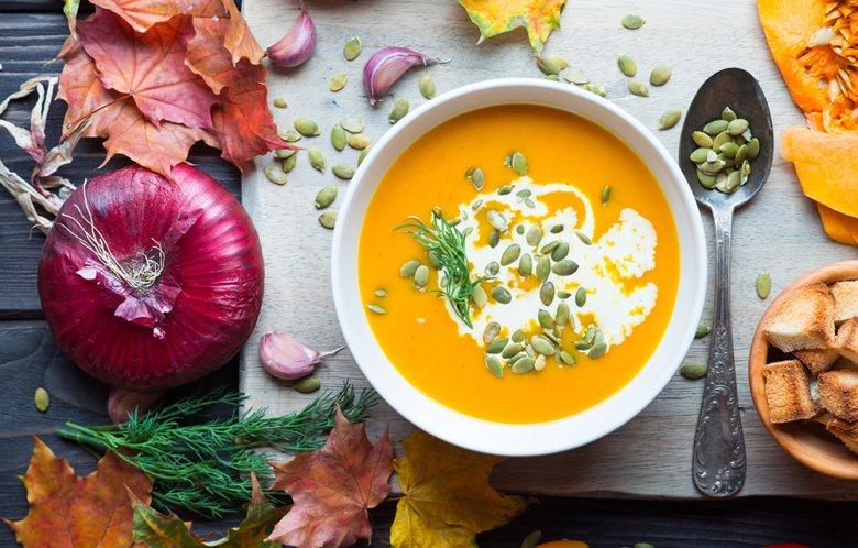 Der Kürbis ist in der Küche vielfältig einsetzbar, unter anderem kann daraus eine köstliche Suppe zubereitet werden.