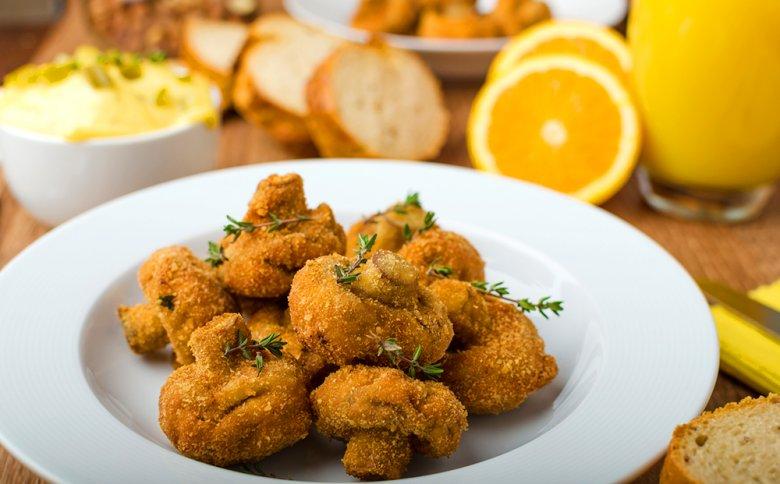 Champignons, aber auch andere Pilzarten, eignen sich gut zum Frittieren.