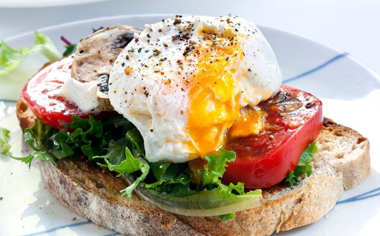 Pochiertes Ei ist das Highlight beim Frühstück. Mit ein paar Tricks gelingt dies bestimmt.