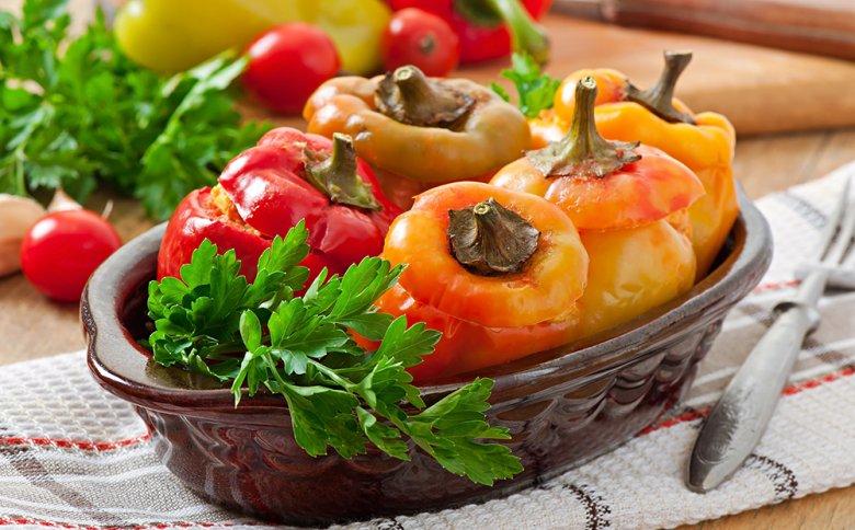 Geschmorter Paprika mit Füllung ist ein beliebter Klassiker.