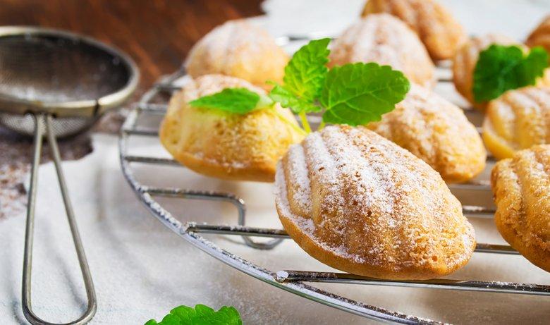 Der Gast, der die eingebackene Frucht in den Madeleines findet, soll im neuen Jahr besonders viel Glück haben.