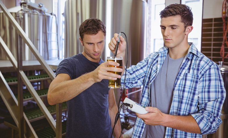 Der Alkoholgehalt kann auf zwei verschiedenen Arten gemessen werden.