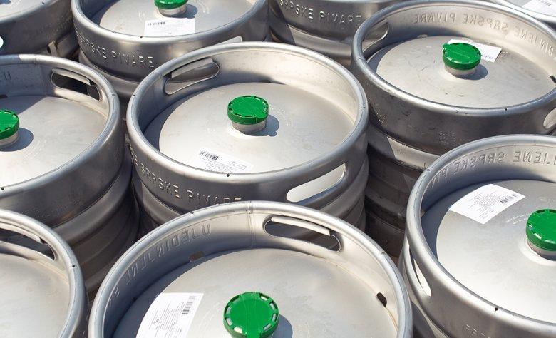 Fässer aus Aluminium eignen sich am besten, um Bier abzufüllen.