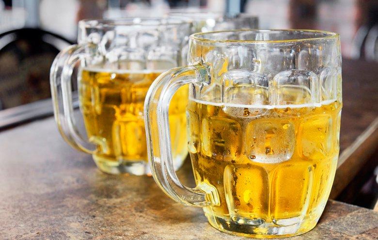 Starkbier bzw. Bockbier weist eine hohe Stammwürze sowie hohen Alkoholgehalt auf.
