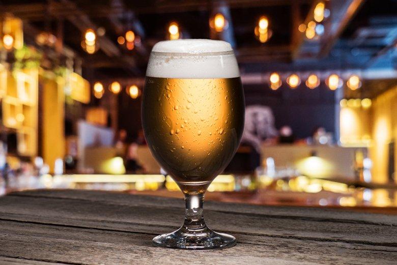 Das Pilsener ist ein untergäriges Bier und nach der böhmischen Stadt Pilsen benannt.