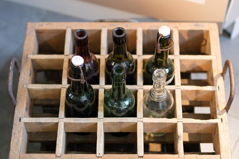 Bier sollte kühl, dunkel und stehend gelagert werden.