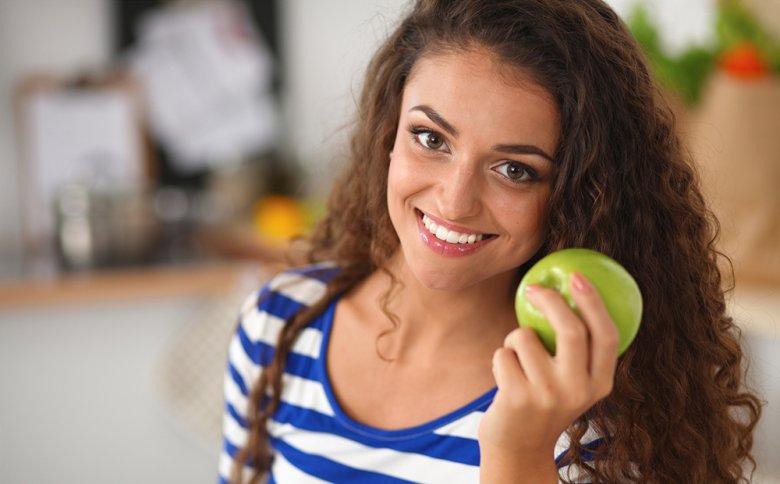 Um erfolgreich an Gewicht zu verlieren, sollte auf eine gesunde Ernährung gesetzt werden.