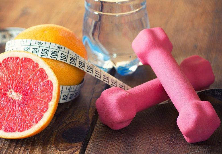 Ernährung und Bewegung sind zwei Faktoren, die bei der Gewichtsabnahme eine wichtige Rolle spielen.