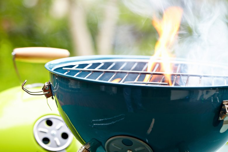 Unerwünschte Flammen dürfen nie mit Wasser gelöscht werden.
