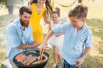 Kinder und Grillen