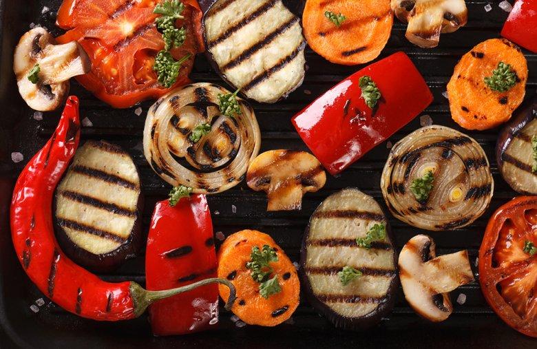 Grillgemüse sorgt für Abwechslung und stellt eine gute Alternative zu Würstchen und Co dar.