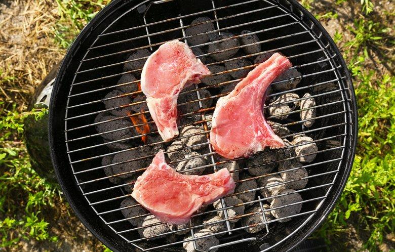 Steak vom Grill schmeckt besonders saftig und gut.