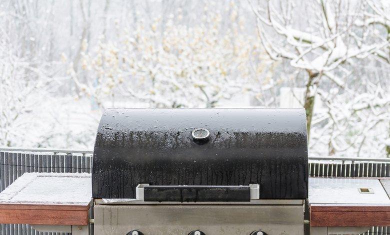 Mit der richtigen Vorbereitung wird auch das Grillen im Winter zum Genuss.