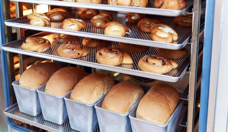 Brot beispielsweise wird im Kombi-Dämpfer außen schön knusprig und innen herrich saftig und locker.