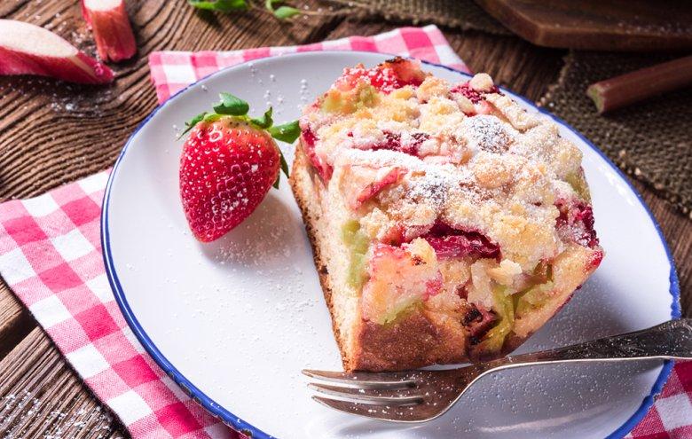 Vor allem Rhabarber und Erdbeeren stellen eine umwerfende Kombination dar.