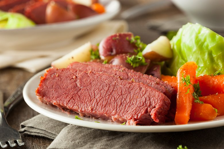 Corned Beef ist eine Delikatesse, die aus der Rinderbrust zubereitet wird.